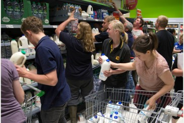 "Derbyshire farmers 'milk"" supermarket in protest over dairy prices. Photo: www.derbytelegraph.co.uk"