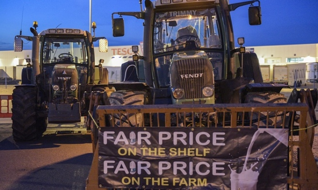 Dairy farmers block a Tesco distribution depot in Avonmouth last month. (Photo: Michael Scott/Demotix/Corbis)